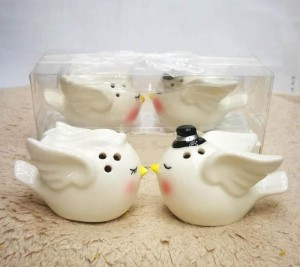 Angel bird ceramic salt and pepper pot favor