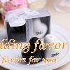 Creative Ceramics Heart Shaped Mr & Mrs Salt & Pepper Spice Jar Wedding Favor