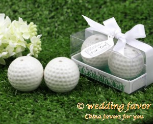 Ceramic golf salt and pepper shaker wedding favor