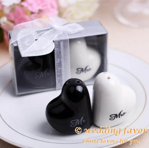 Creative Ceramics Heart Shaped Mr & Mrs Salt & Pepper Spice Jar Wedding Favor
