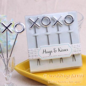 XO design stainless steel hugs and kisses fruit fork wedding favors