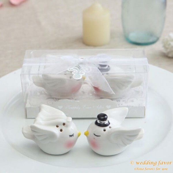 Angel bird ceramic salt and pepper pot favor