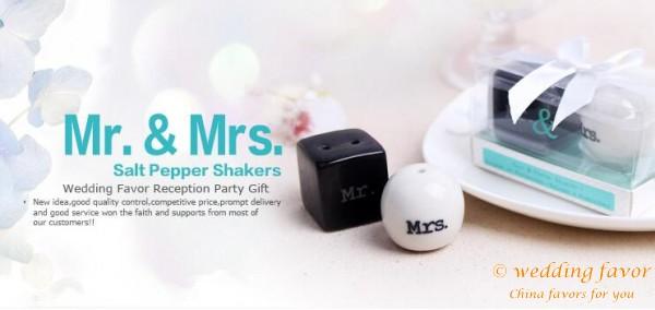 ceramic salt pepper shaker favor for wedding