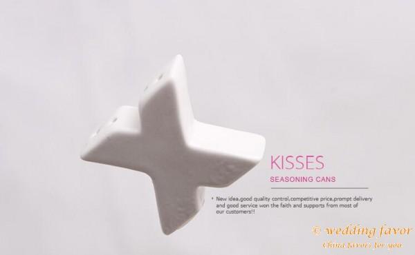 XO Design Hugs and Kisses Salt and Pepper Shakers